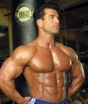 bodybuilder-Sagi-Kalev-boki